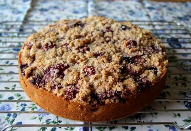 Cherry raspberry almond cake1