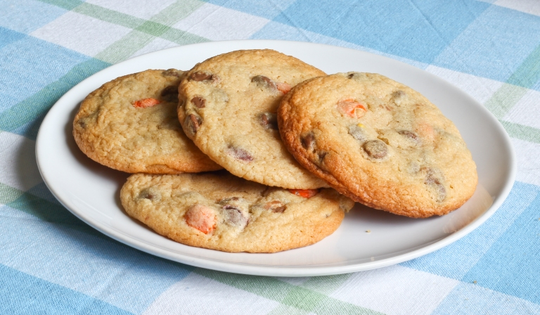 Choc chip and reeses pieces cookies 2