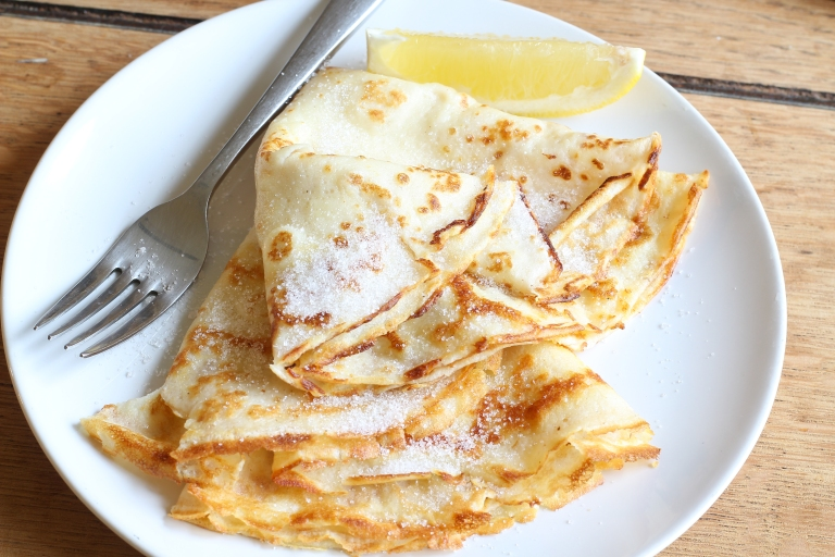 Pancakes with lemon and sugar1
